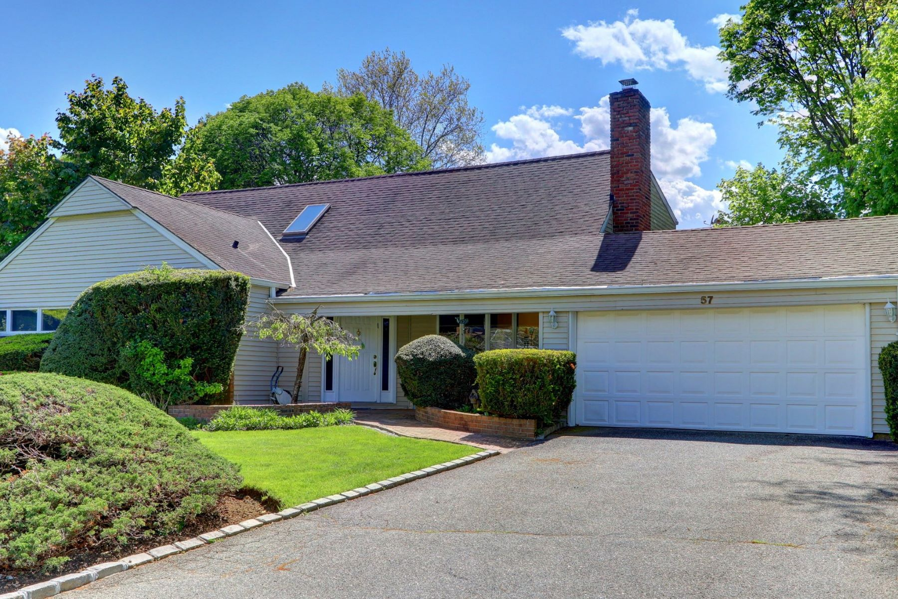 Single Family Homes for Active at East Hills 57 Arbor Rd East Hills, New York 11577 United States