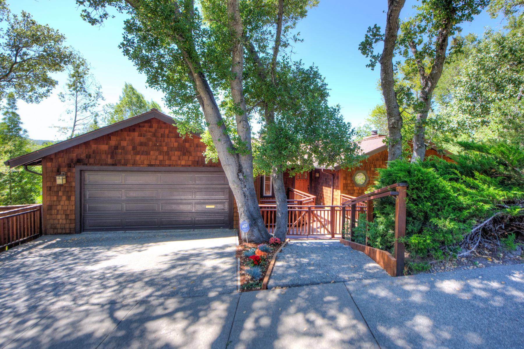 Частный односемейный дом для того Продажа на Wonderful View Home in Marin Country Club 125 Pebble Beach Drive Novato, Калифорния 94949 Соединенные Штаты