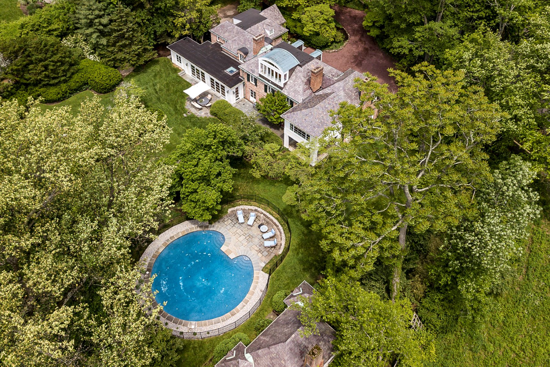 Property per Vendita alle ore Privacy and a Pop-into-Town Location 20 Elm Road, Princeton, New Jersey 08540 Stati Uniti