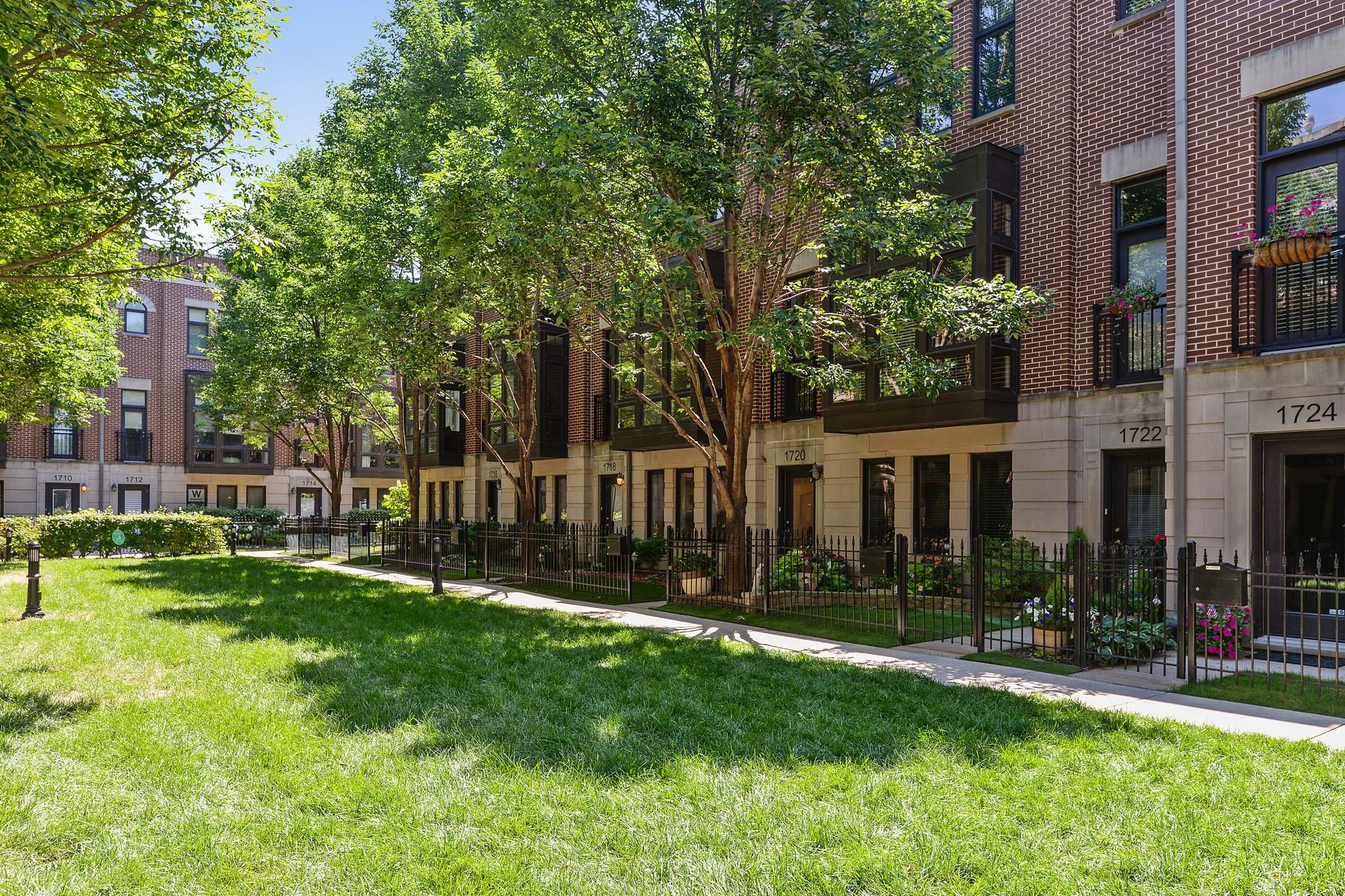 Casa para uma família para Venda às Wonderful Townhome at Columbia Place 1720 W Surf Street Unit 36 Chicago, Illinois, 60657 Estados Unidos
