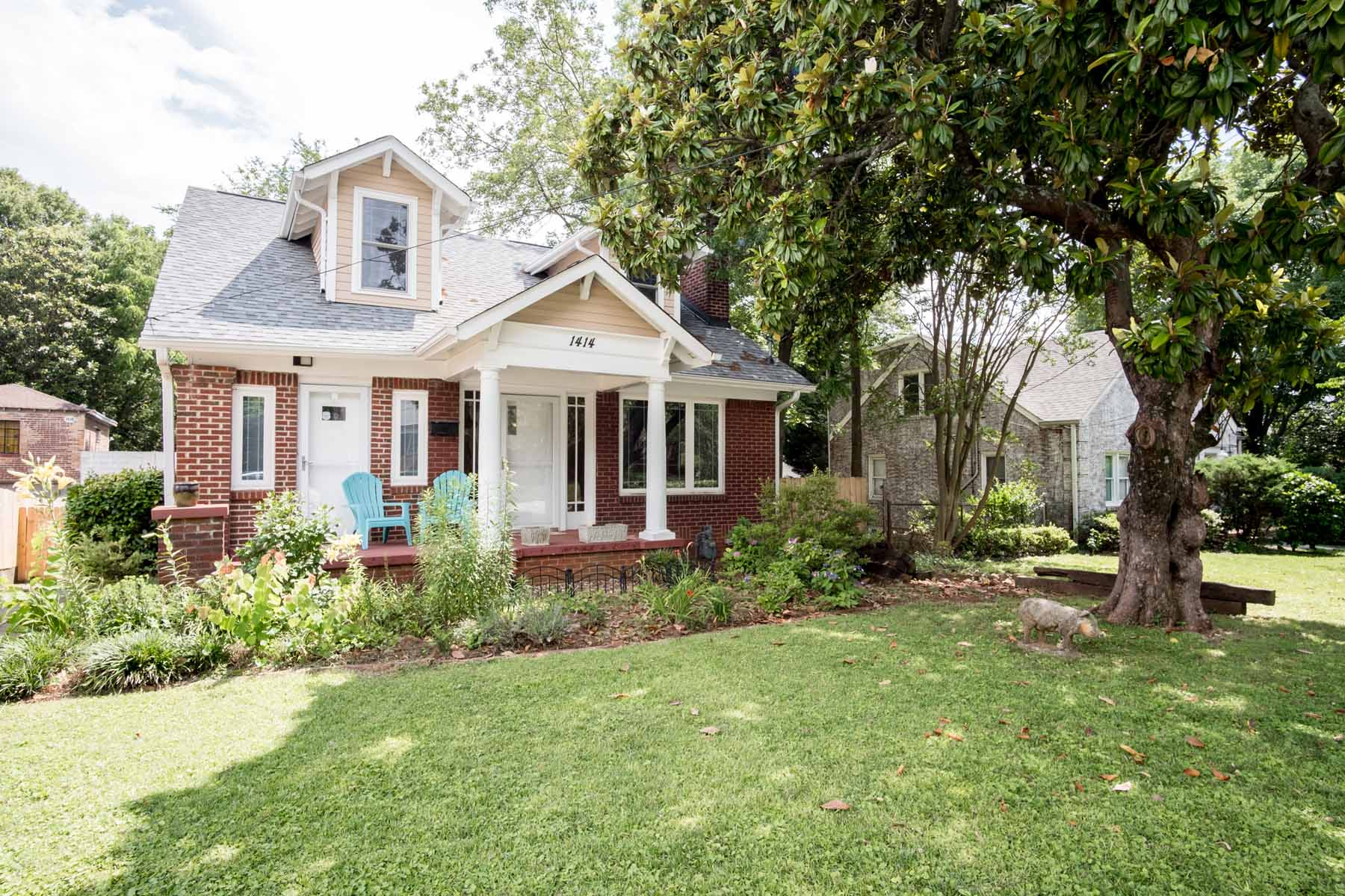 Nhà ở một gia đình vì Bán tại Jefferson Park Craftsman - Charming and Efficient 1414 Jefferson Avenue East Point, Georgia 30344 Hoa Kỳ