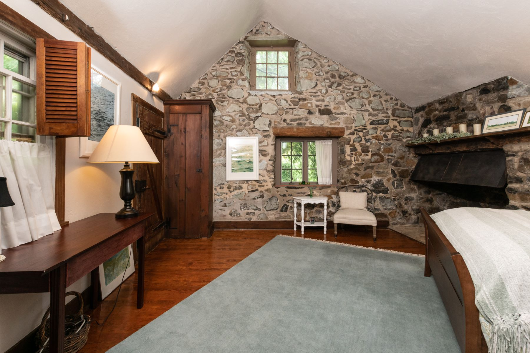 Additional photo for property listing at Amazing Converted Barn for Rent 5736 Stoney Hill Road Barn, New Hope, Pennsylvania 18938 United States