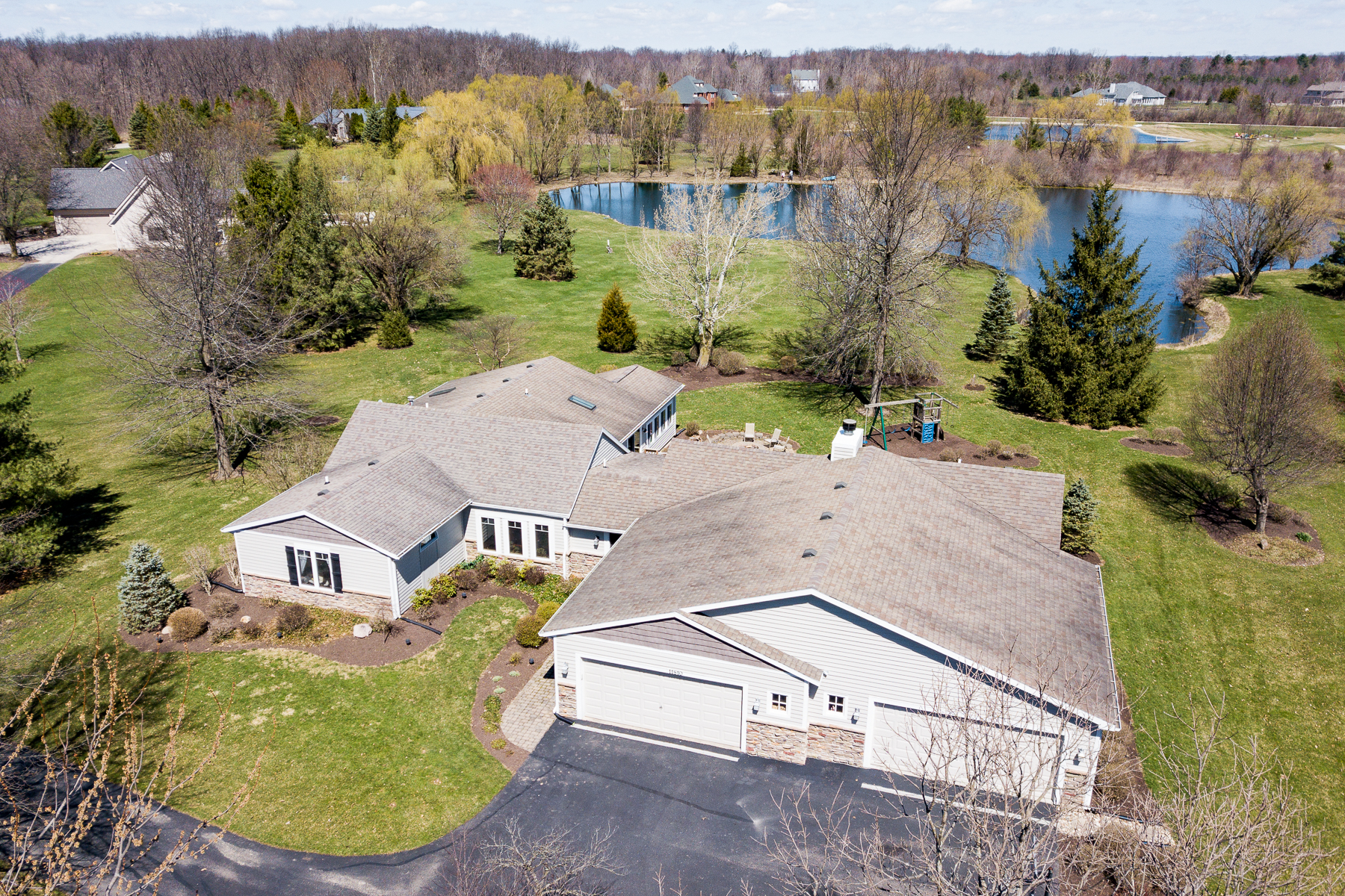single family homes for Active at 1.5 Acres with Water Views 11810 Aboite Center Rd Fort Wayne, Indiana 46814 United States
