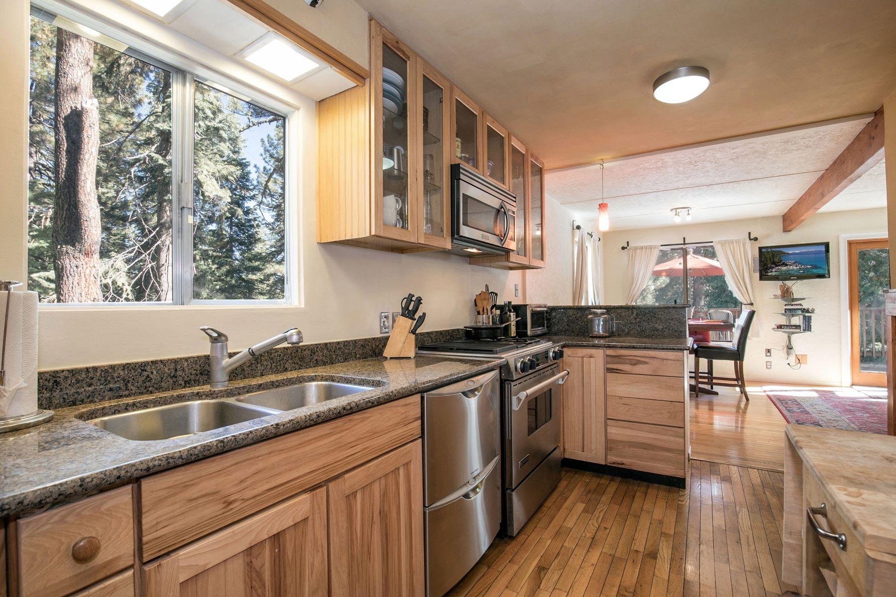 Additional photo for property listing at 11275 Beacon Road, Truckee, CA 96161 11275 Beacon Road Truckee, California 96161 United States