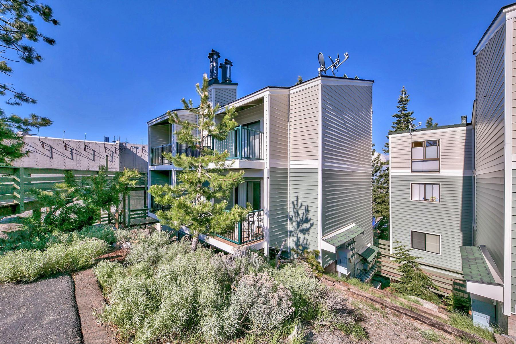 Condominiums por un Venta en Beautifully Remodeled Ski Condo 331 Tramway Dr #12 Stateline, Nevada 89449 Estados Unidos