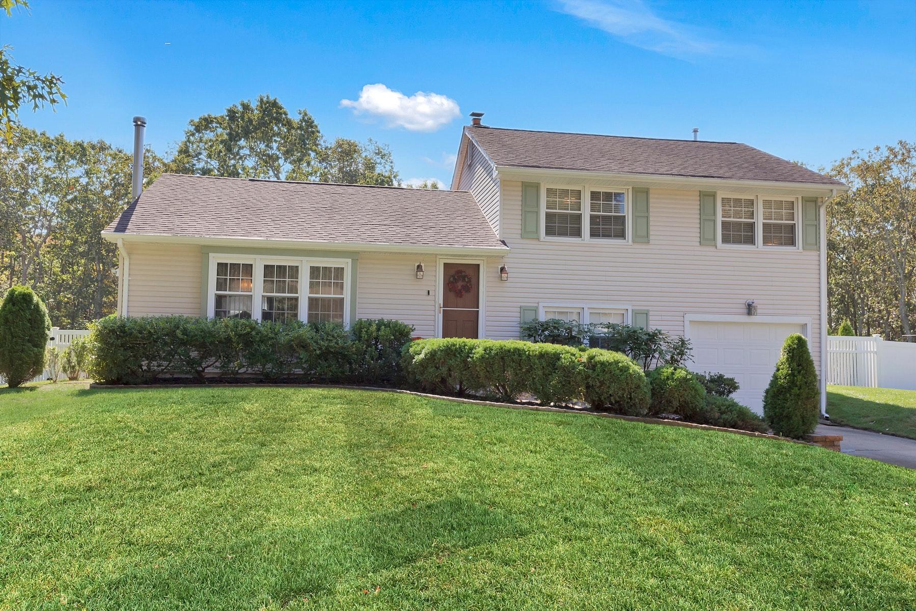 Single Family Homes por un Venta en Beautiful Split Level 21 Ashford Road Jackson, Nueva Jersey 08527 Estados Unidos
