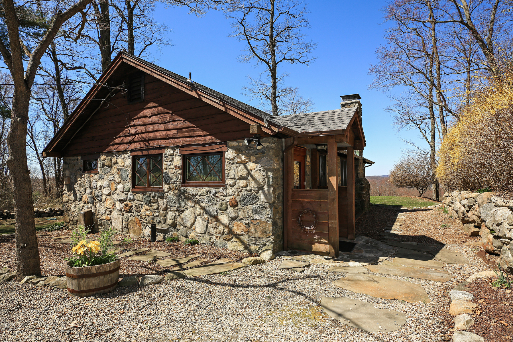Additional photo for property listing at LIVE Iconic 283 Starr Ridge Road Brewster, New York 10509 United States