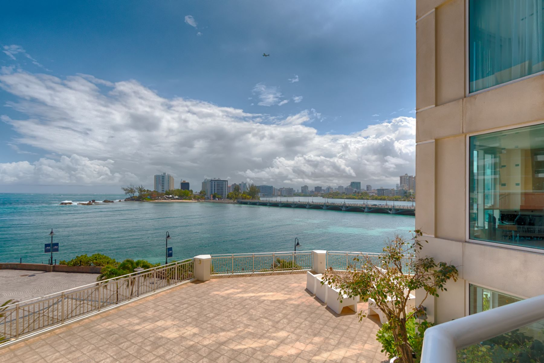Additional photo for property listing at Laguna Plaza Waterfront 6 Muñoz Rivera Avenue, Apt 303 Laguna Plaza San Juan, Puerto Rico 00902 Puerto Rico