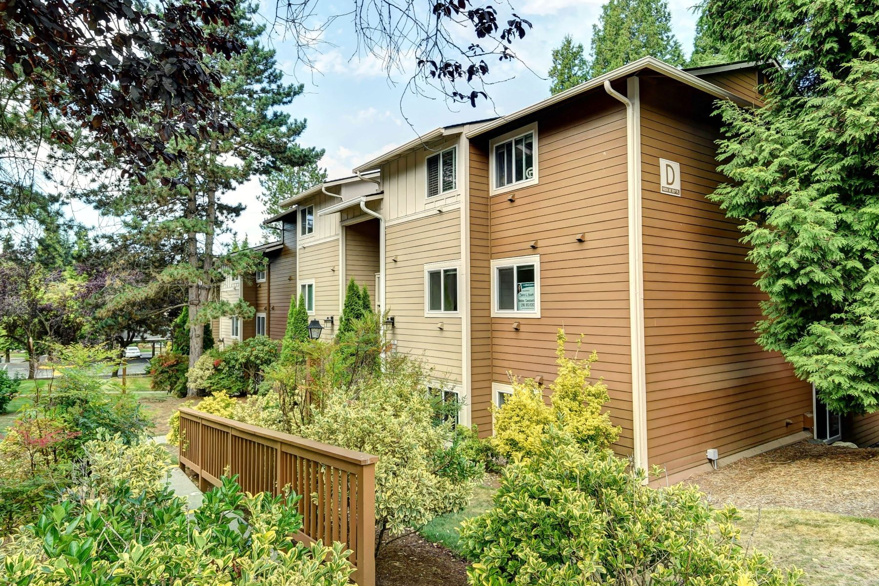 Condominiums for Sale at Timber Ridge 14014 NE 181st Place Unit #D104 Woodinville, Washington 98072 United States