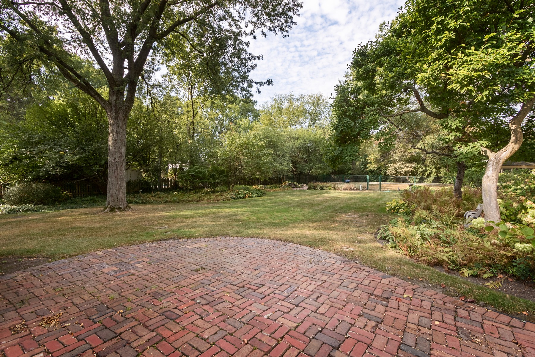 Additional photo for property listing at 720 S. Elm 720 S. Elm Hinsdale, Illinois 60521 United States