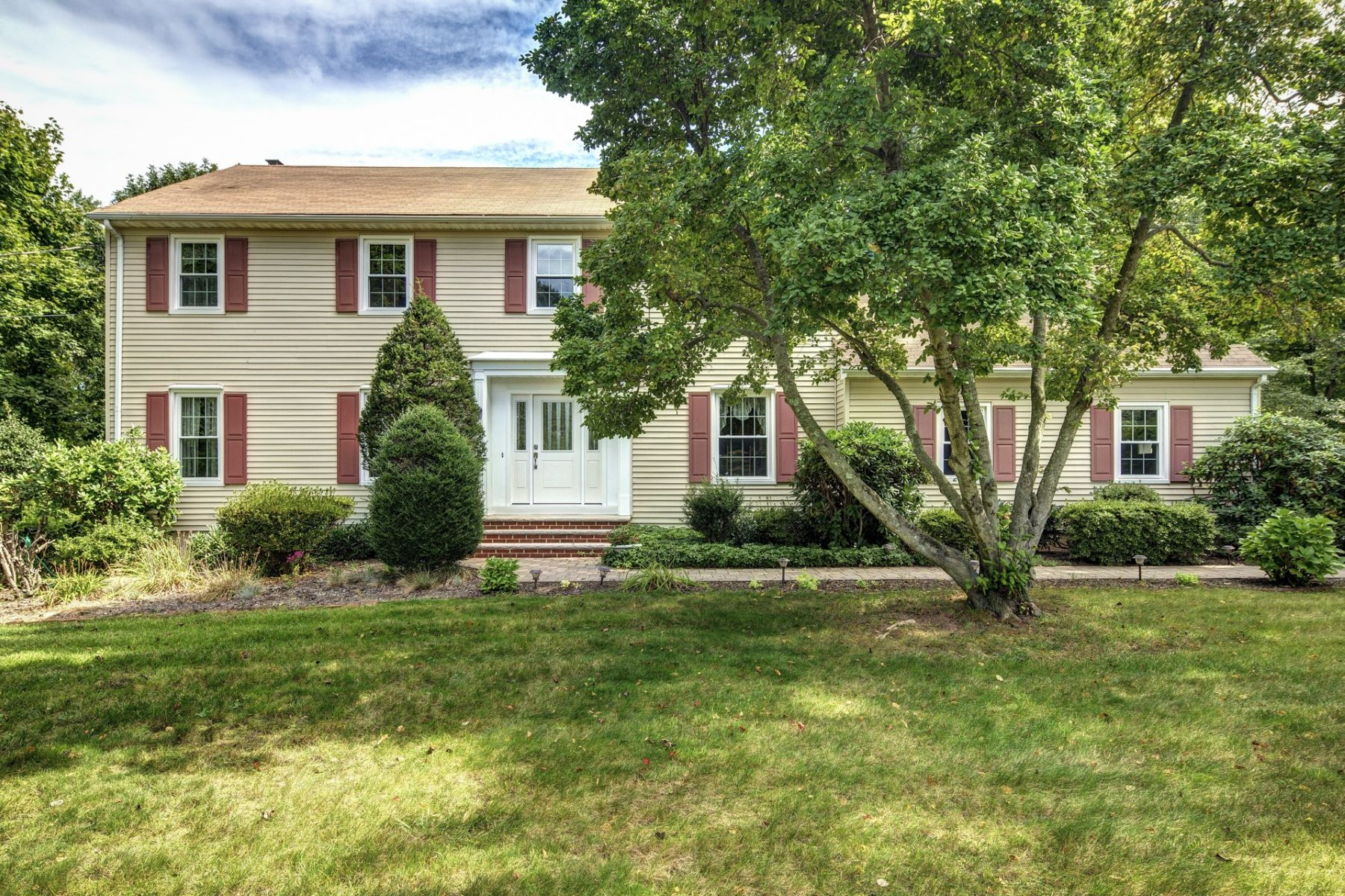 Single Family Home for Sale at 819 Tilton Pl, Middletown 819 Tilton Pl. Middletown, New Jersey, 07748 United States