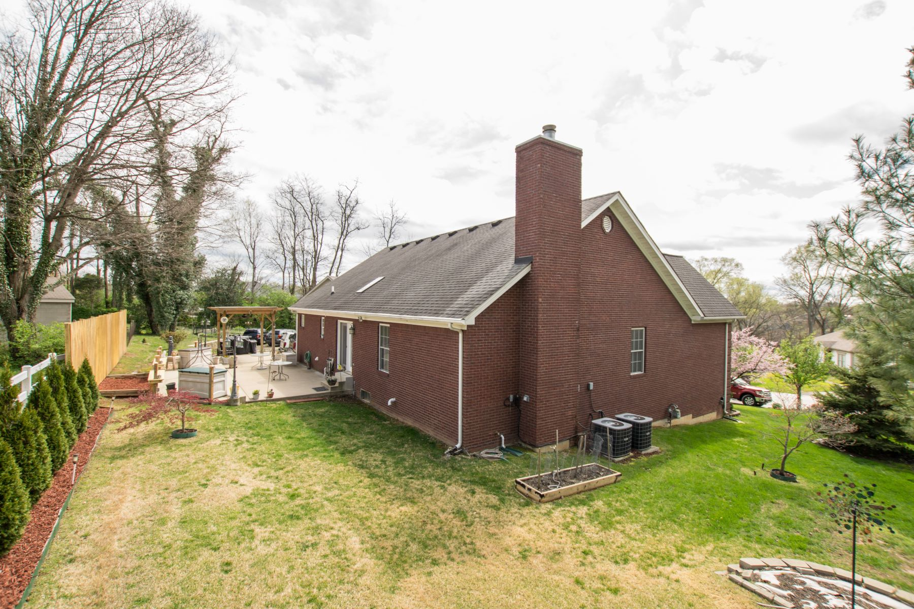 Additional photo for property listing at 4104 Hunsinger Woods Place  Louisville, Kentucky 40220 United States