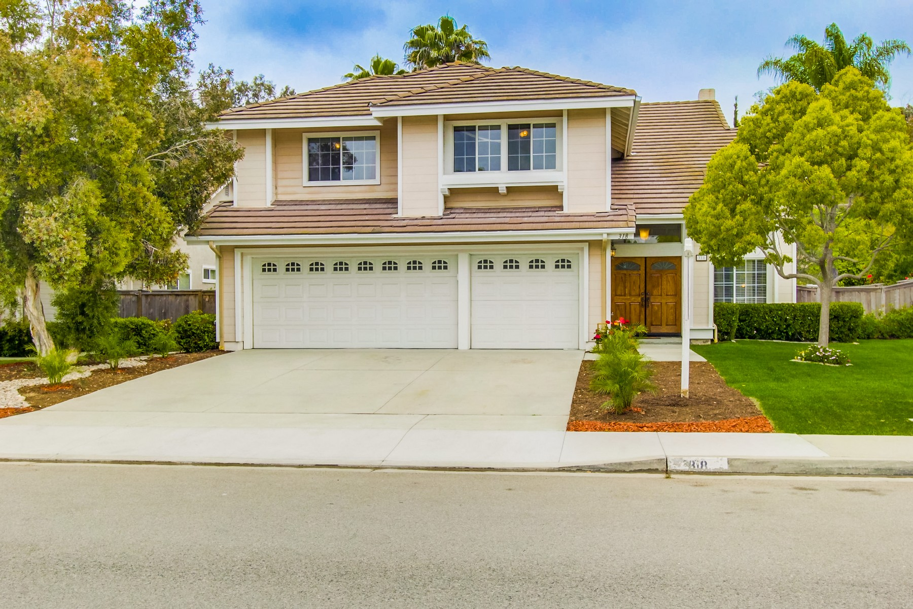 Single Family Home for Sale at 318 Lustrosos Oceanside, California, 92057 United States