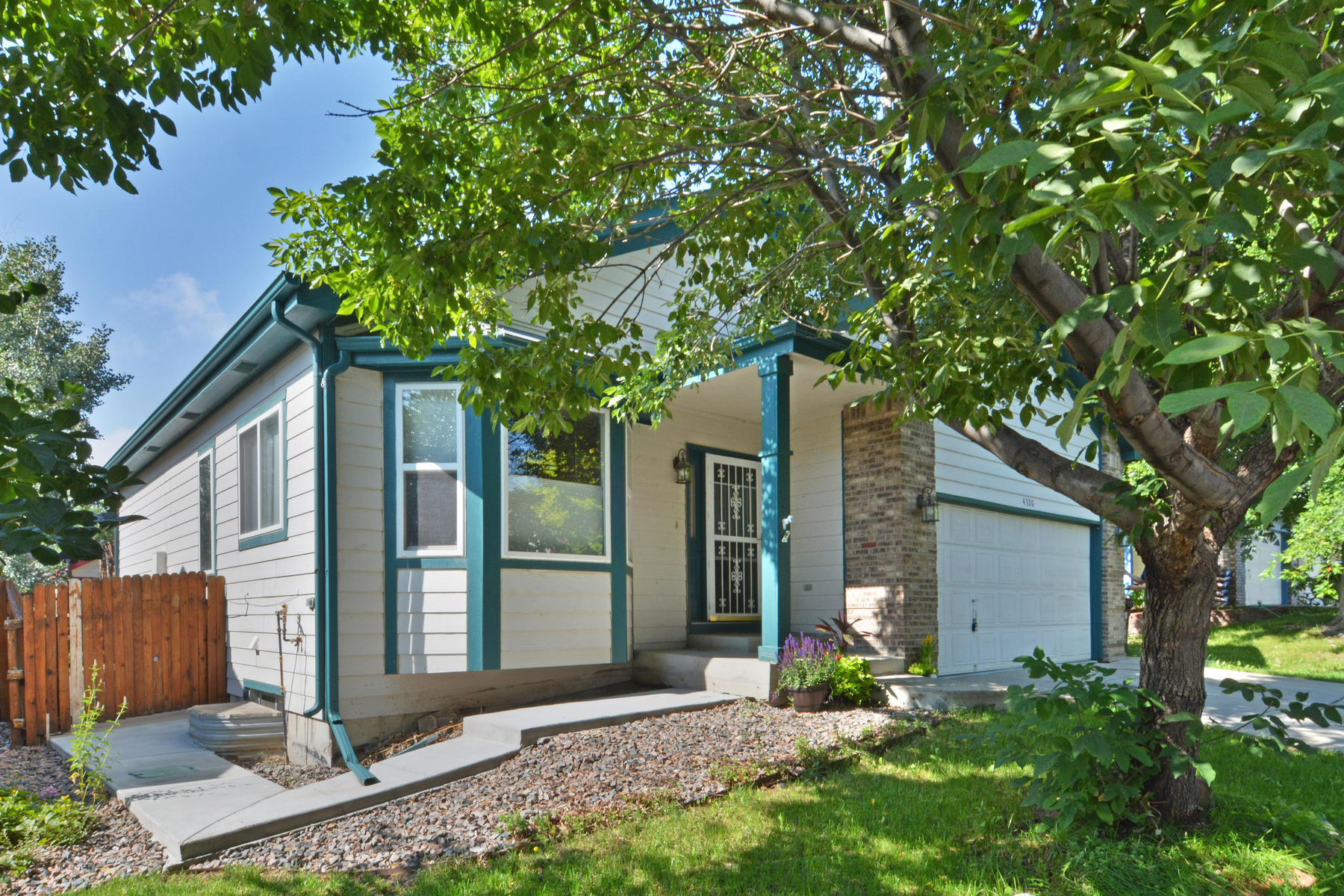 Single Family Home for Sale at Lovely Brandywine Home 4320 Snowbird Ave Broomfield, Colorado 80020 United States