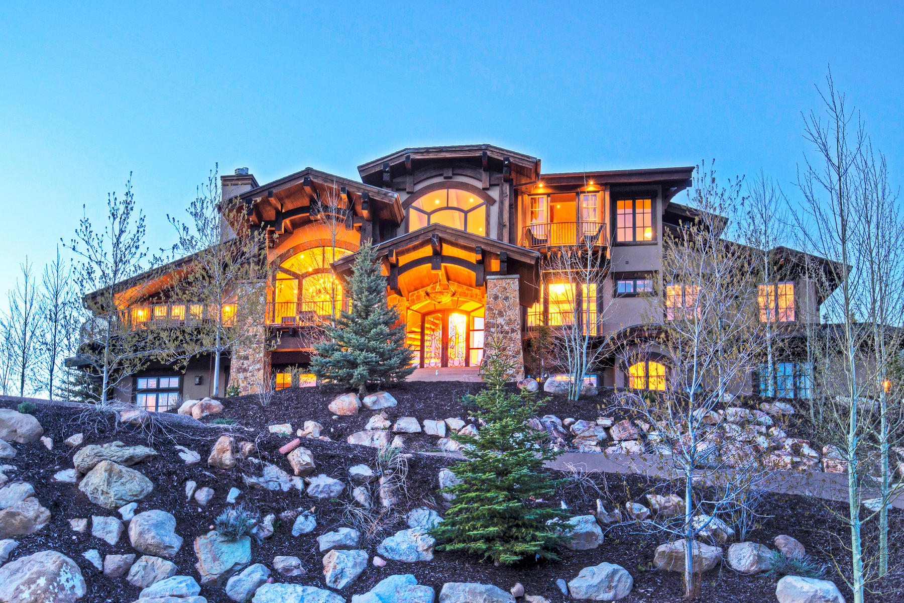 Casa Unifamiliar por un Venta en Refined Elegance in the Mountains 8448 N Trails Dr Park City, Utah, 84098 Estados Unidos