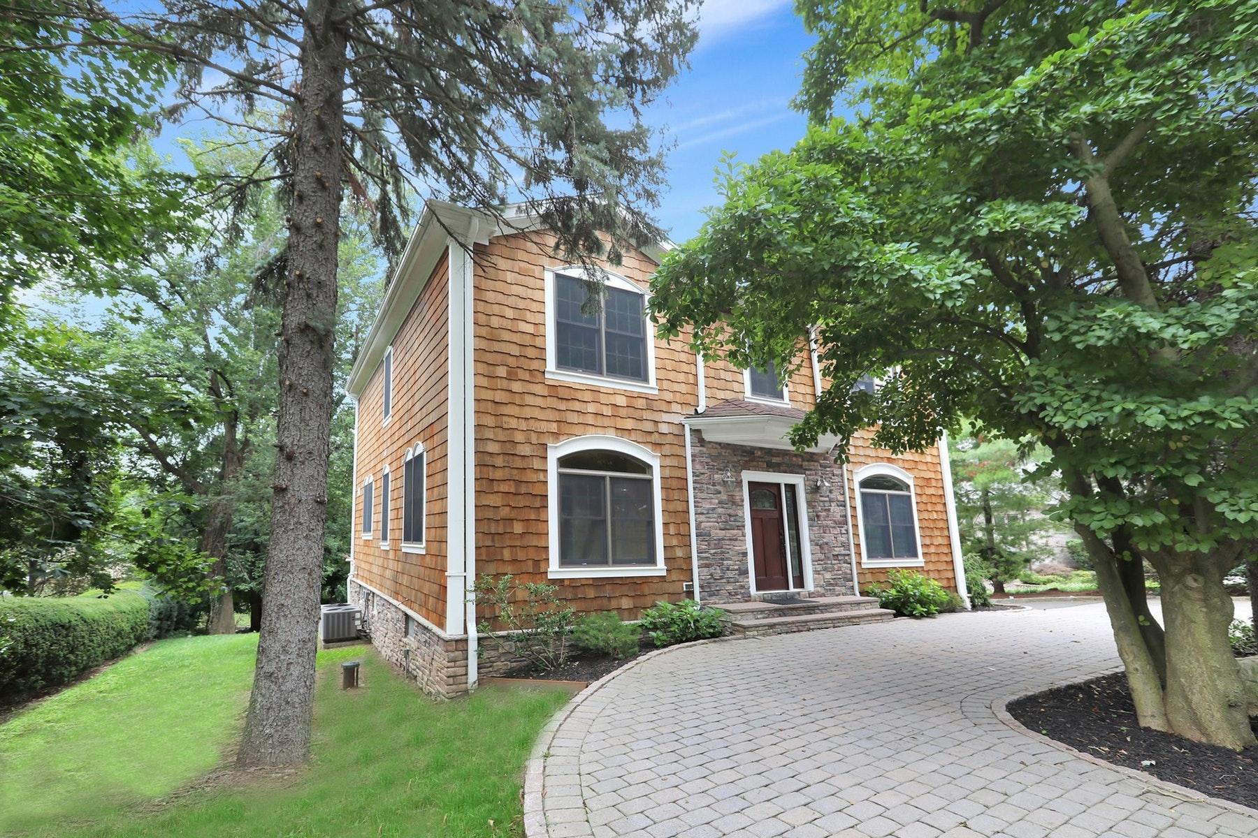 独户住宅 为 销售 在 Beautiful Colonial Home With Large Open Floor Plan, No Details Have Been Spared. 546 Russell Avenue 科夫, 新泽西州 07481 美国