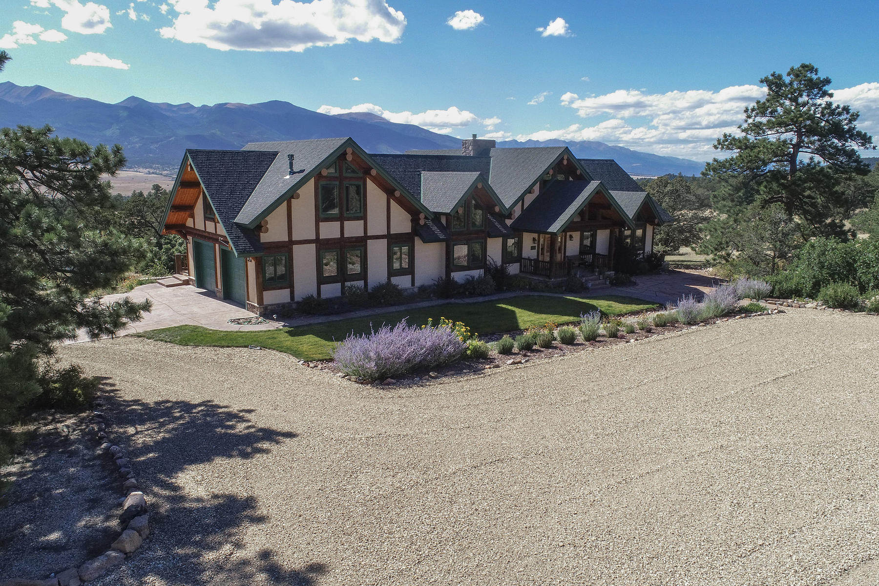 Single Family Homes のために 売買 アット Sangre de Cristo Mountains Home 2600 Pheasant Loop Westcliffe, コロラド 81252 アメリカ