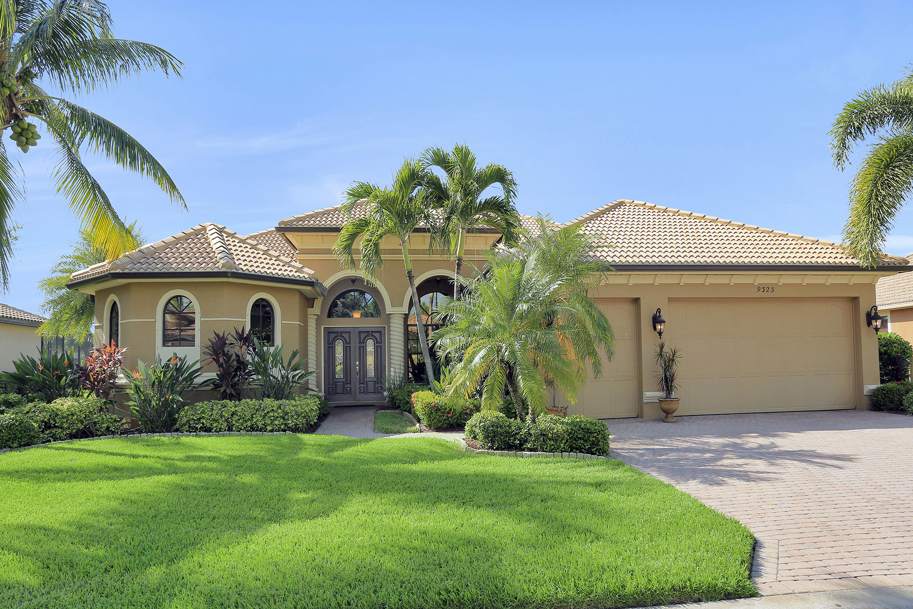 Single Family Homes for Sale at REFLECTION ISLES 9323 River Otter Drive, Fort Myers, Florida 33912 United States