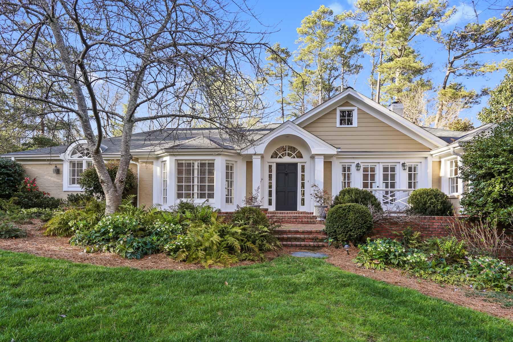 Частный односемейный дом для того Продажа на Old Buckhead Charm 3038 Nancy Creek Road Atlanta, Джорджия, 30327 Соединенные Штаты