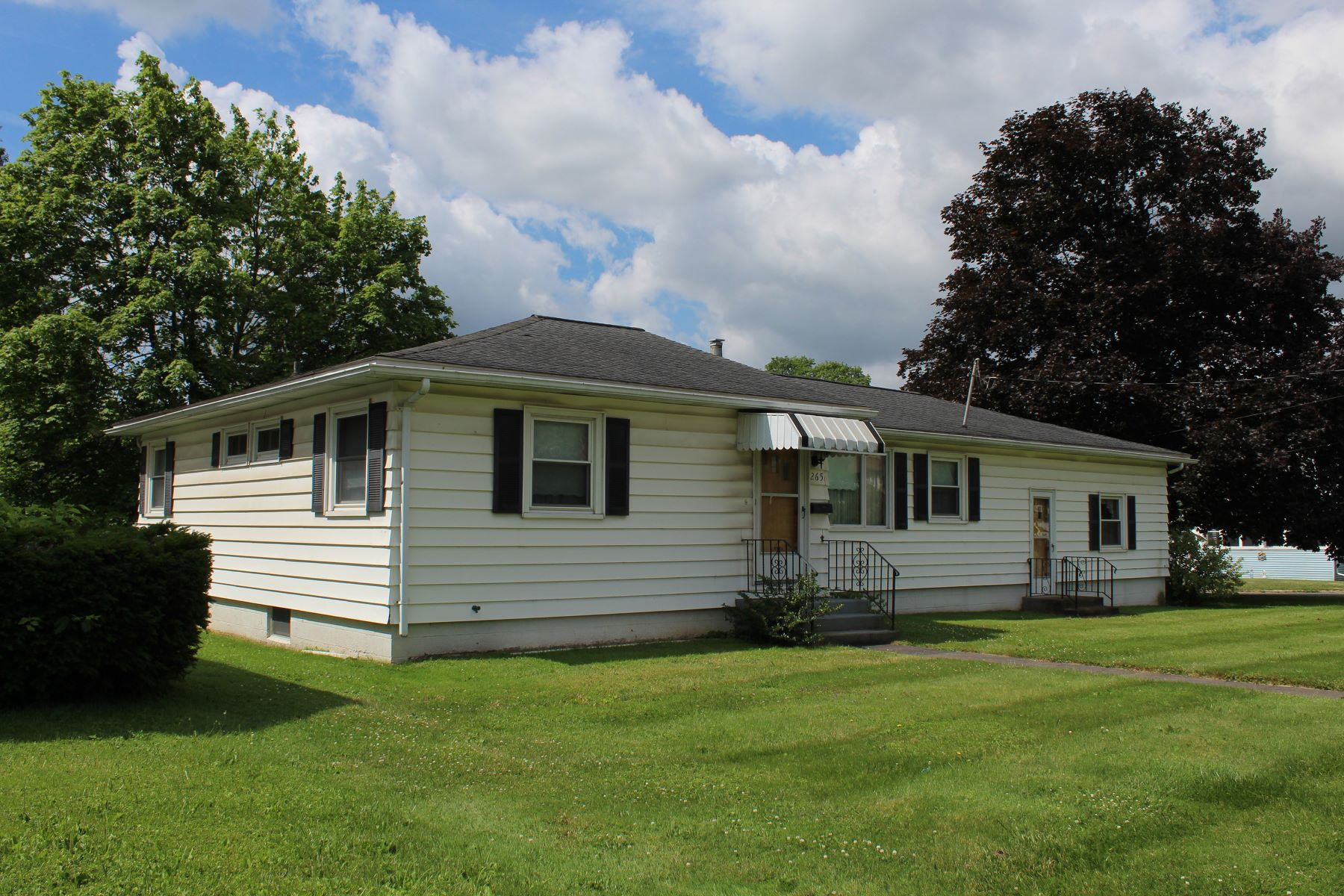 Single Family Homes for Active at The House on the Corner 265 West North Street Geneva, New York 14456 United States