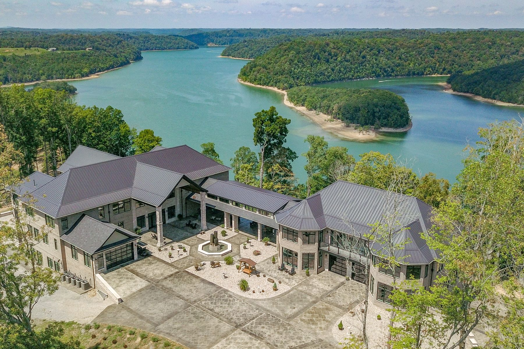 Additional photo for property listing at Beautifully Designed Lake View Estate 5175 Turney Groce Road Byrdstown, Tennessee 38549 United States