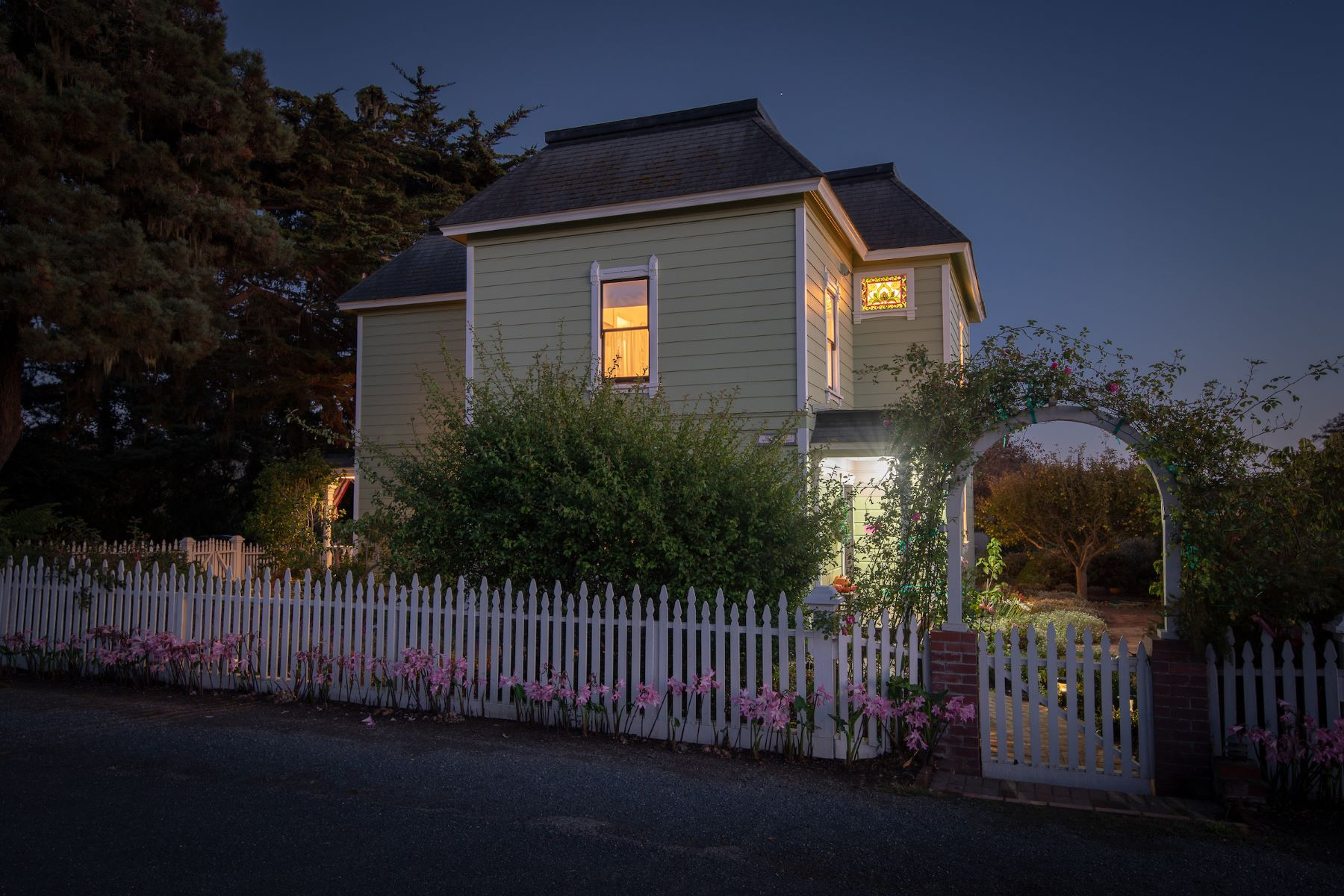 Additional photo for property listing at Village Elegance 44901 Pine Street Mendocino, California 95460 United States