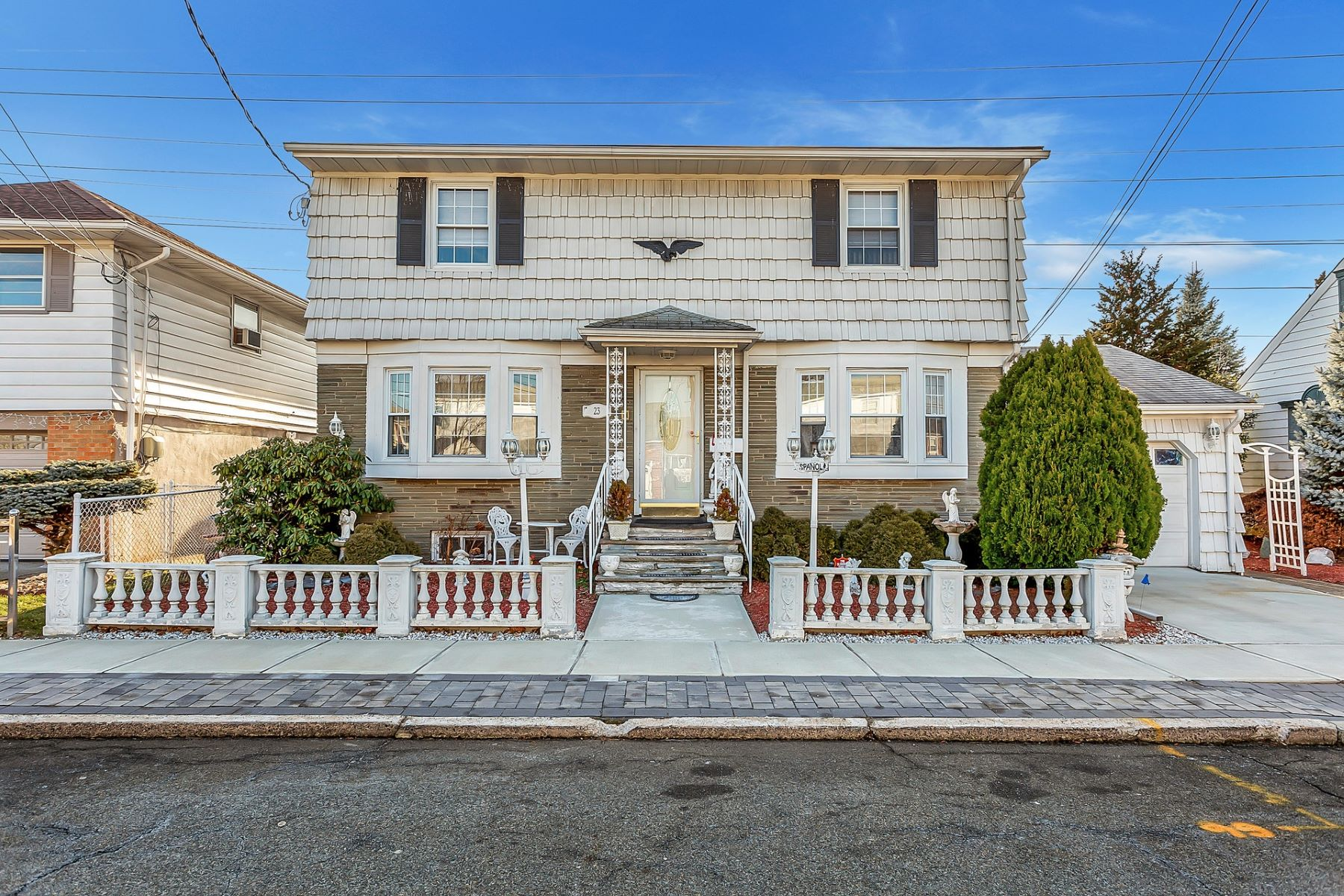Single Family Homes للـ Sale في THE HOME FOR ALL SEASON'S IS YOURS 23 Bergen Ave, North Arlington, New Jersey 07031 United States