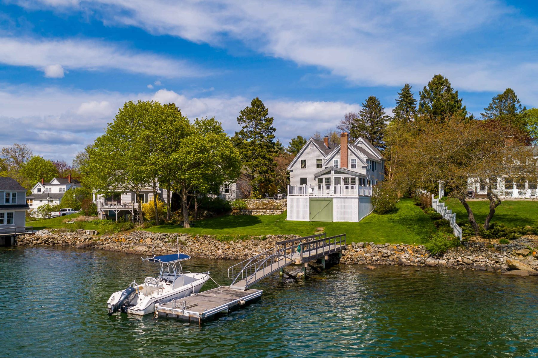 Single Family Homes للـ Sale في Waterfront New Englander on the Banks of Cape Porpoise Harbor 41 Pier Road, Kennebunkport, Maine 04046 United States