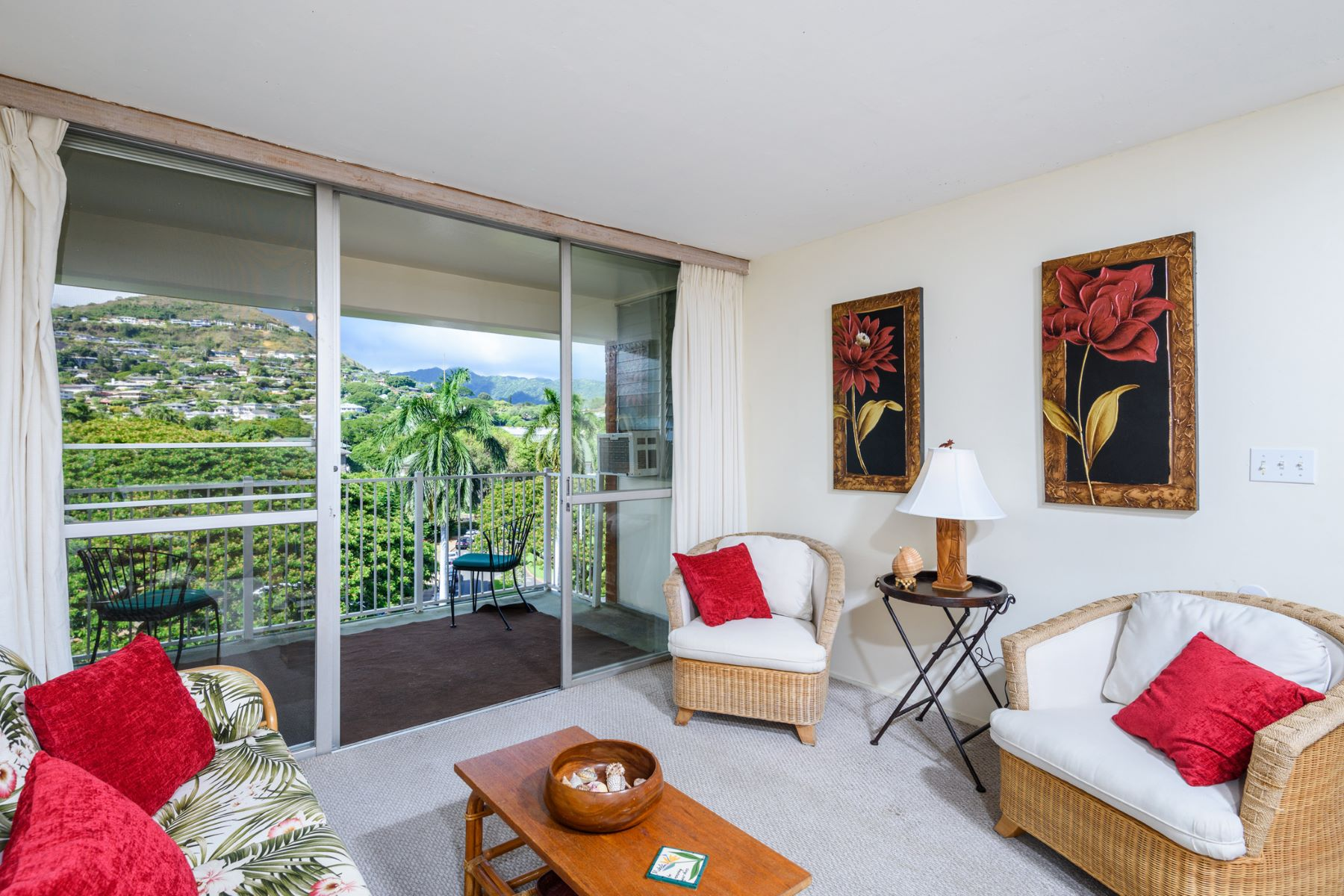 Additional photo for property listing at Tropical Island Home 1535 Punahou Street #703 Honolulu, Hawaii 96822 United States