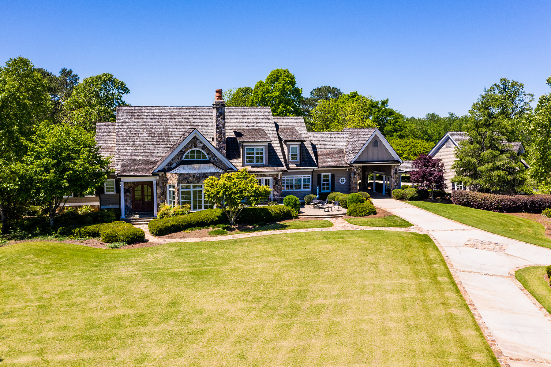 Single Family Homes por un Venta en Custom-Built Manor Home On Picturesque Landscape 1539 Bear Creek Road, Moreland, Georgia 30259 Estados Unidos