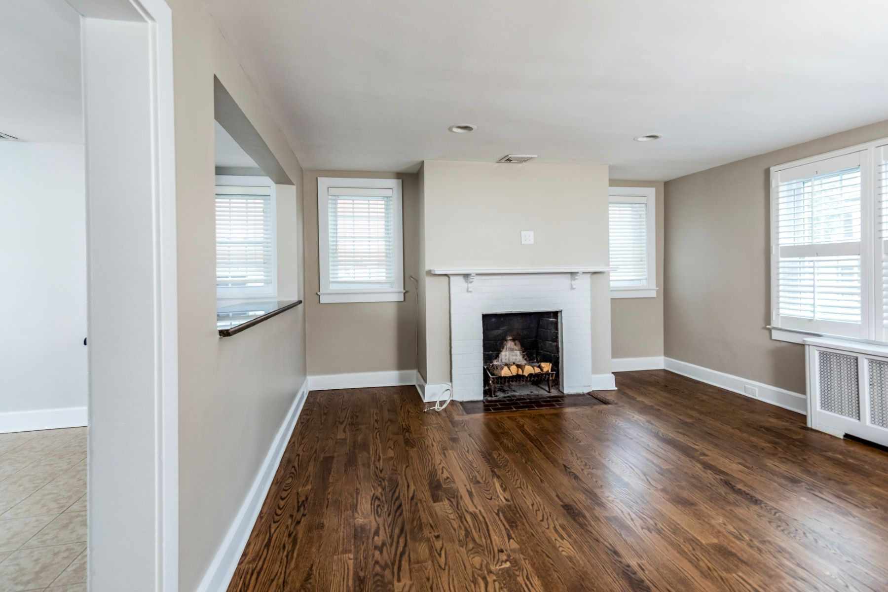 Additional photo for property listing at Location, Location, Location! 20 Witherspoon Street Apartment 1, Princeton, New Jersey 08542 United States