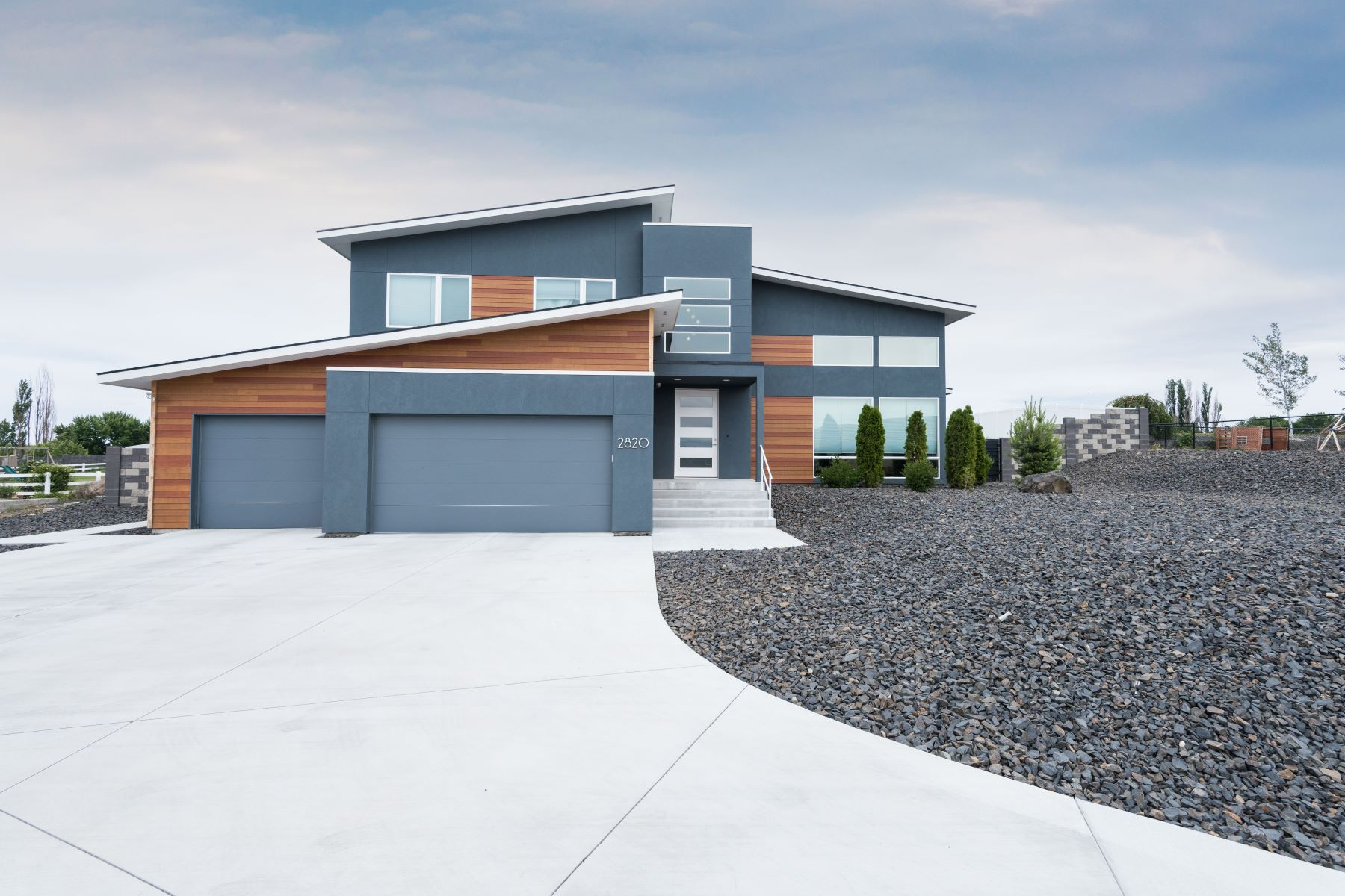 Single Family Home for Sale at Custom Contemporary 2820 Sunshine Ridge Richland, Washington 99352 United States
