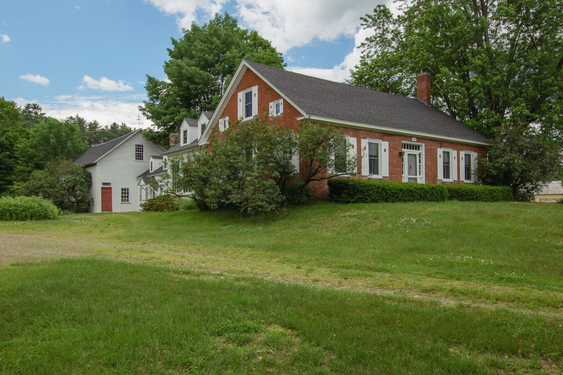 Single Family Homes for Sale at 1985 Vt Route 5 North, Fairlee 1985 Vt Route 5 North Fairlee, Vermont 05045 United States