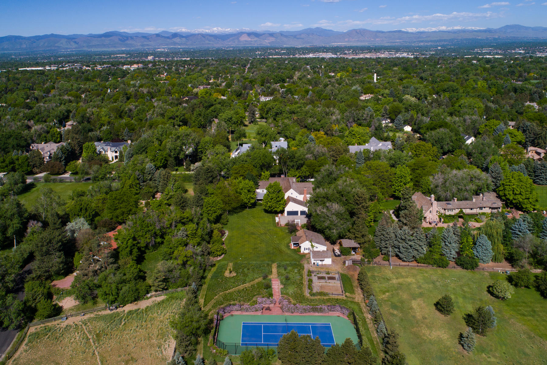 Additional photo for property listing at This elegant country manor is richly appointed and recently updated throughout 4682 S Franklin St Englewood, Colorado 80113 United States