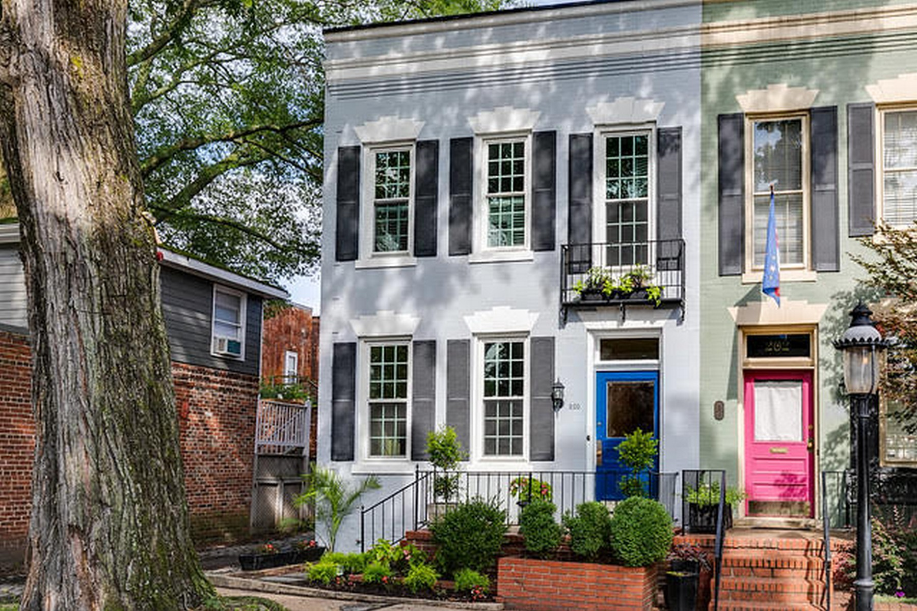 Single Family Homes for Active at 200 Strawberry Street Richmond, Virginia 23220 United States