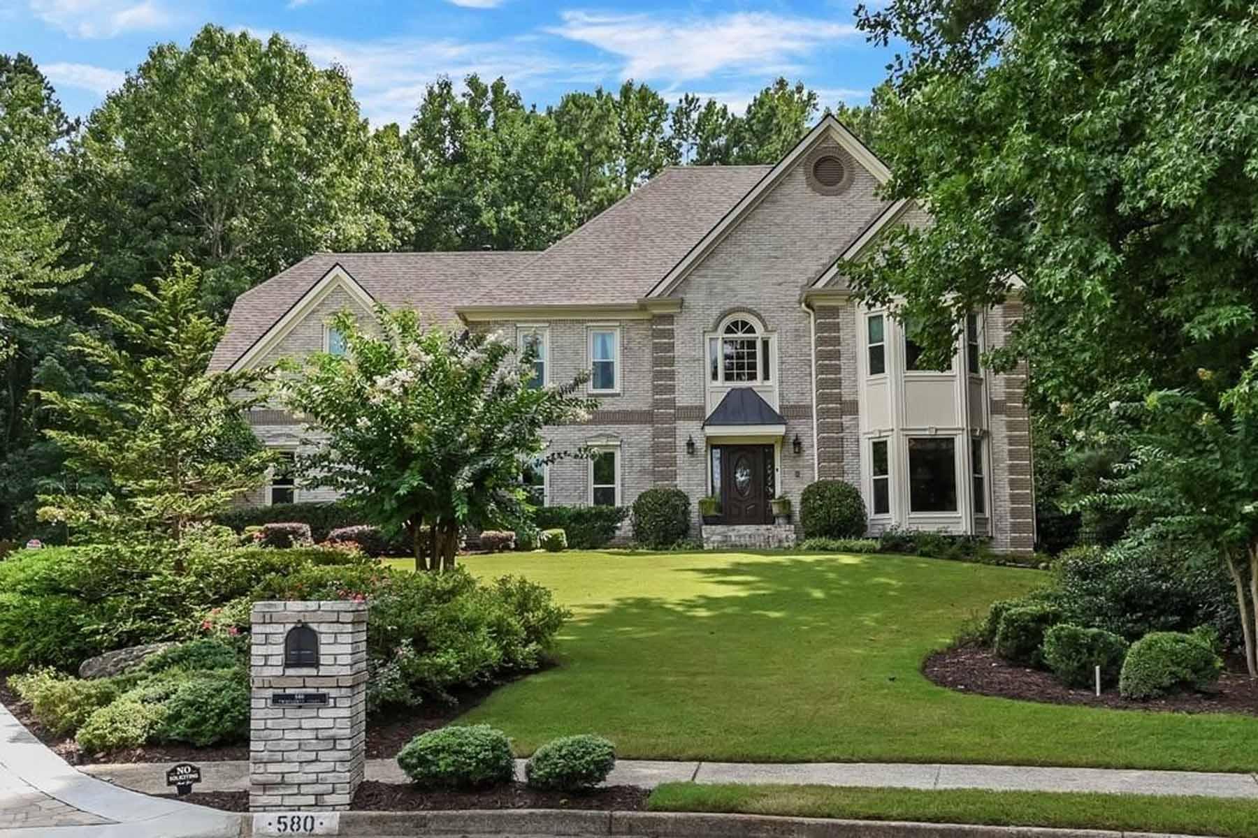 Single Family Homes por un Venta en A Spacious Roswell Masterpiece 580 Twinflower Court, Roswell, Georgia 30075 Estados Unidos