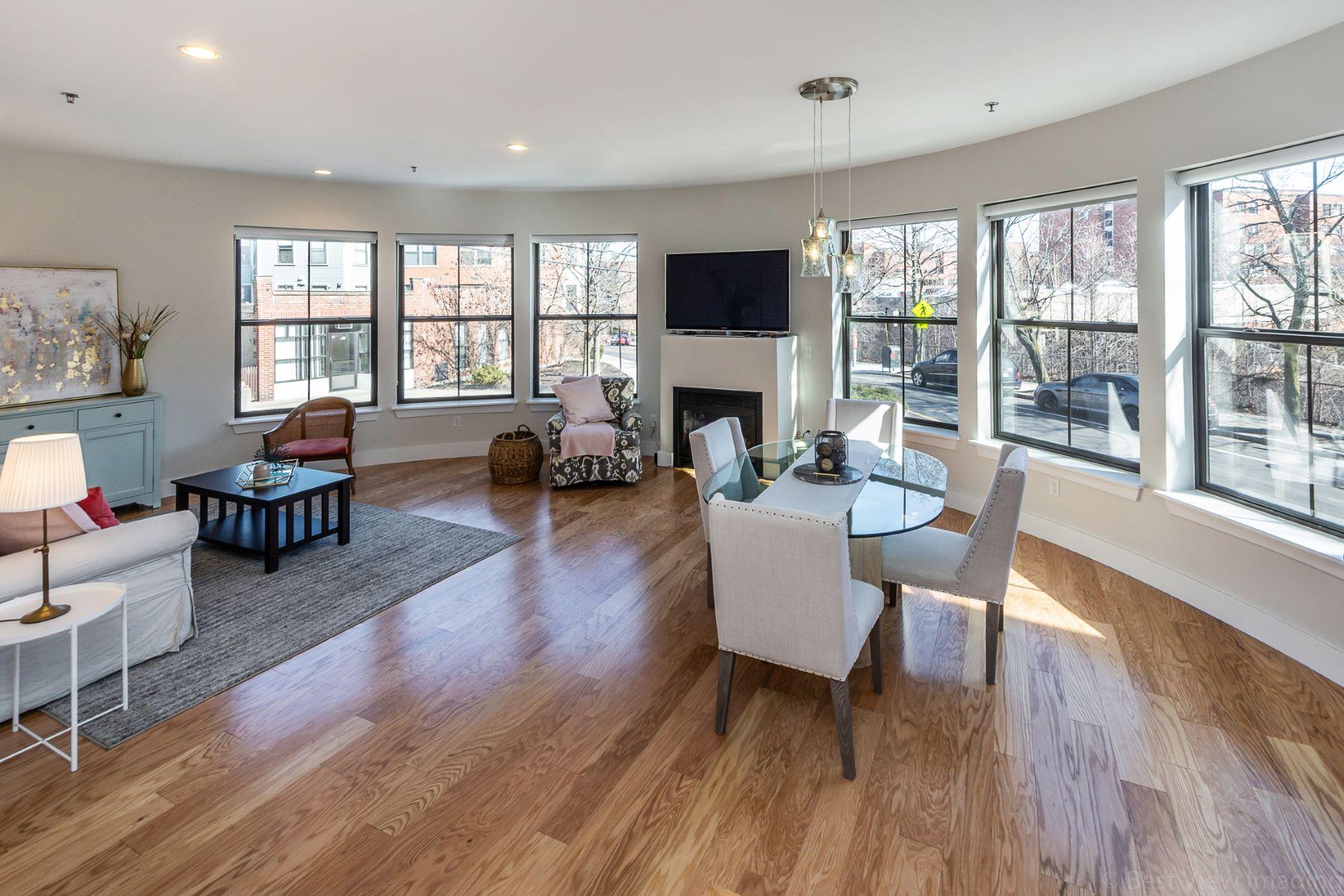 Condominiums 为 销售 在 55 Station Street 1A 布鲁克莱恩, 马萨诸塞州 02445 美国