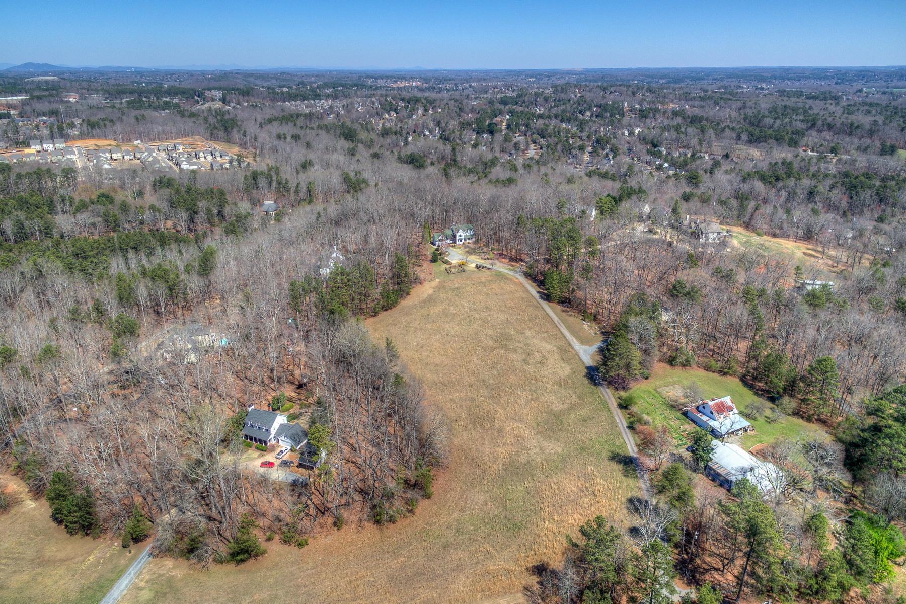 Terrain pour l Vente à 5.75 Acre Farm Style House in Heart of Johns Creek 10715 Bell Road Johns Creek, Georgia, 30097 États-Unis