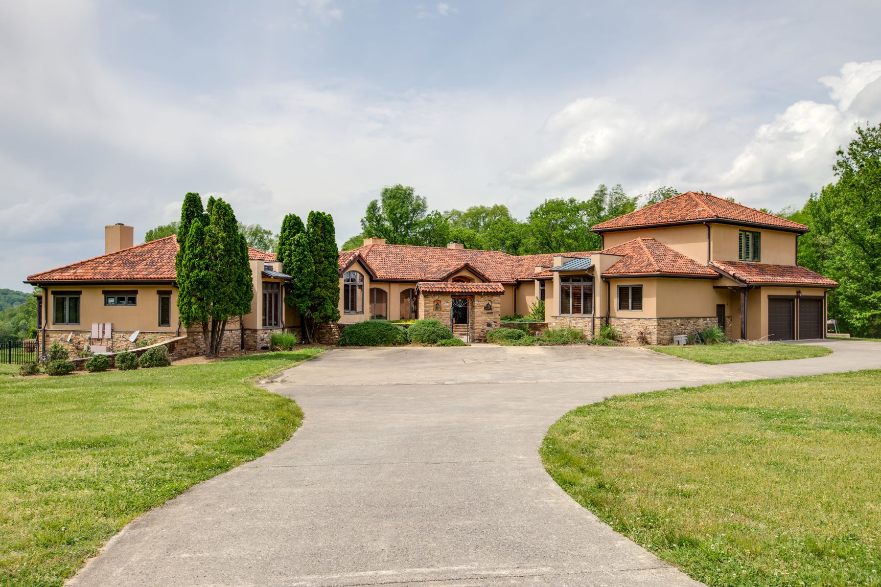 single family homes for Sale at A Private Oasis! 8440 Crockett Lane College Grove, Tennessee 37046 United States