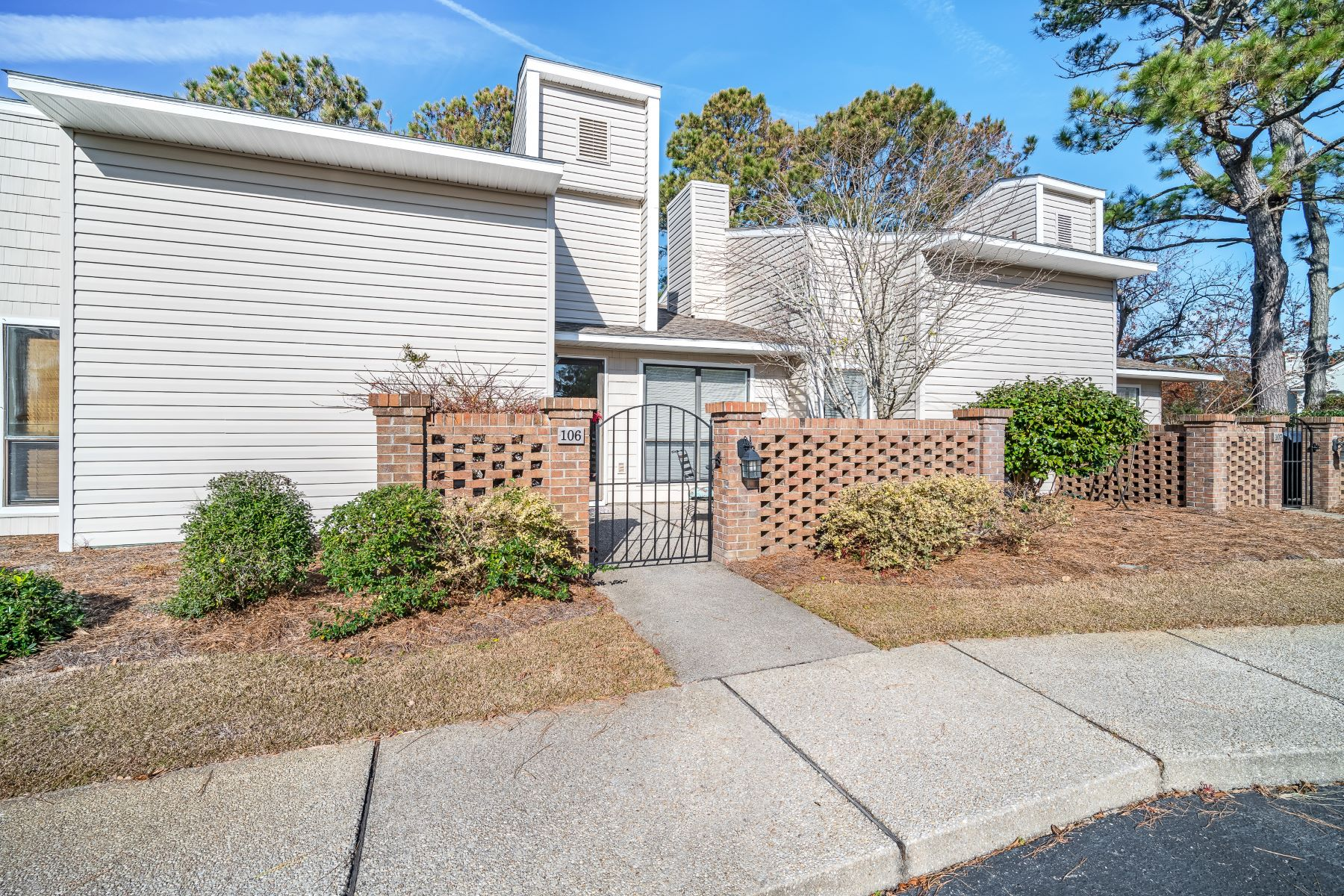 Single Family Home for Active at Beautiful Townhome in Great Neighborhood 106 Bay Court Unit 106 Morehead City, North Carolina 28557 United States