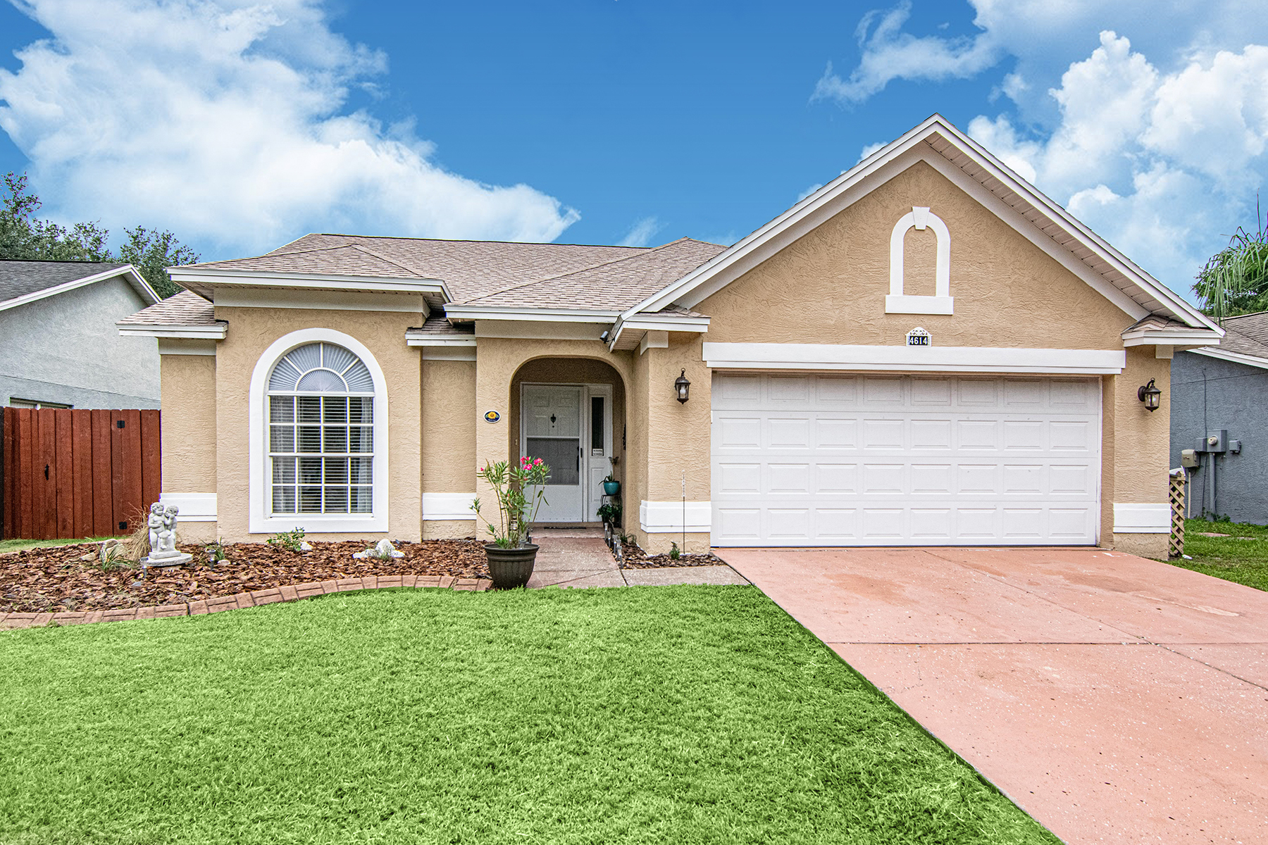 Single Family Homes for Active at VALRICO 4614 Lighterwood Way Valrico, Florida 33596 United States
