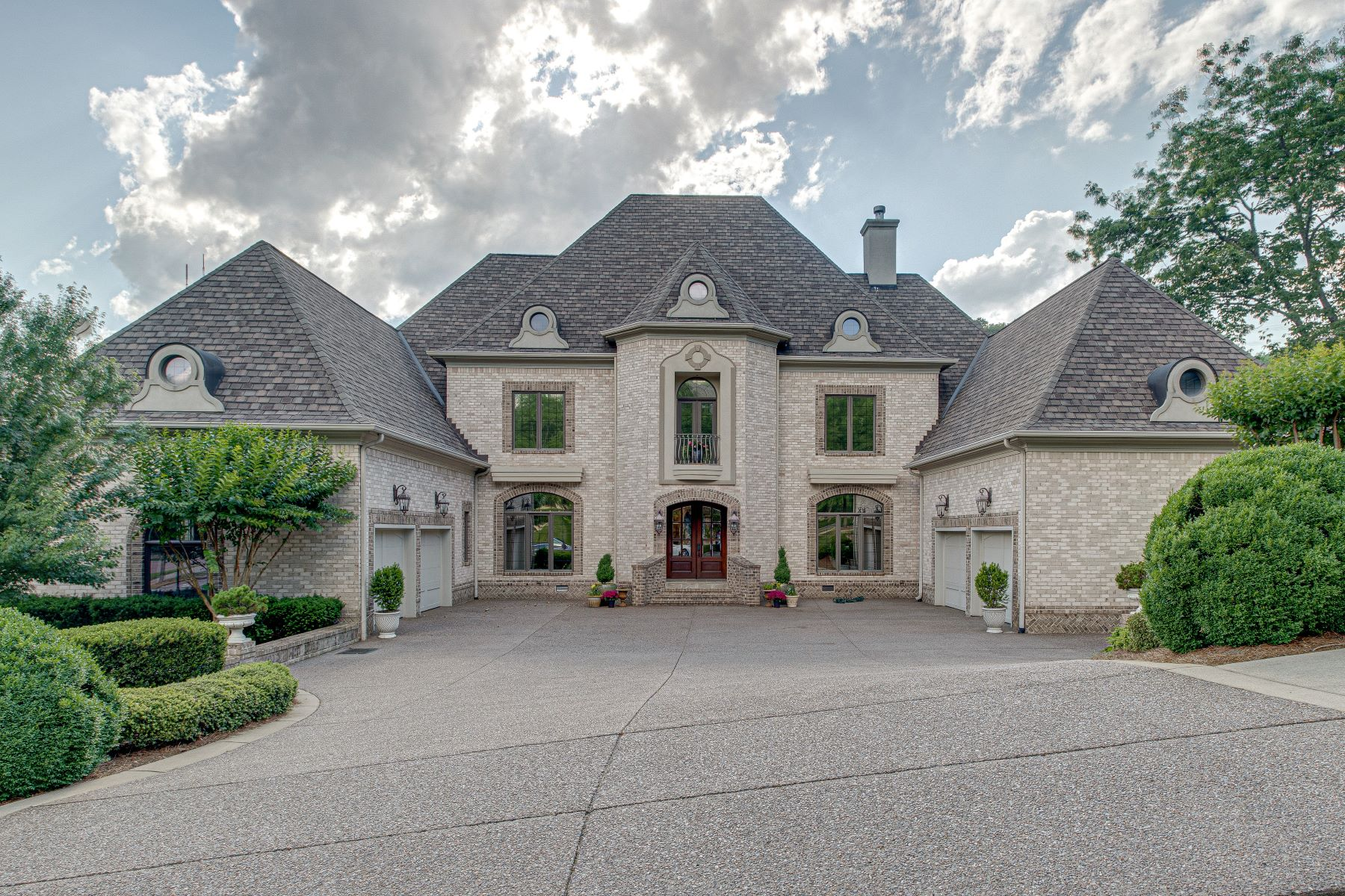 Single Family Homes للـ Sale في Exquisite French Masterpiece near Nashville! 1411 Richland Woods Ln, Brentwood, Tennessee 37027 United States