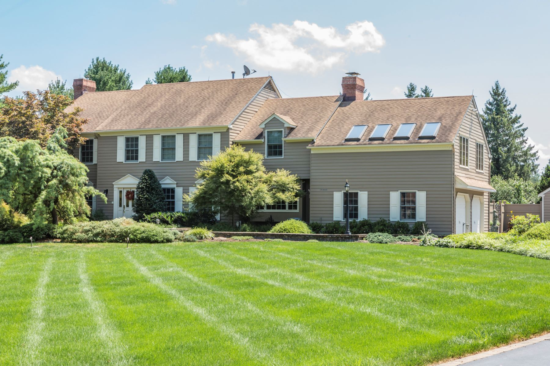 Single Family Homes للـ Sale في Style And Sophistication On Resort Style Grounds - Hopewell Township 14 Meadow Lane, Pennington, New Jersey 08534 United States