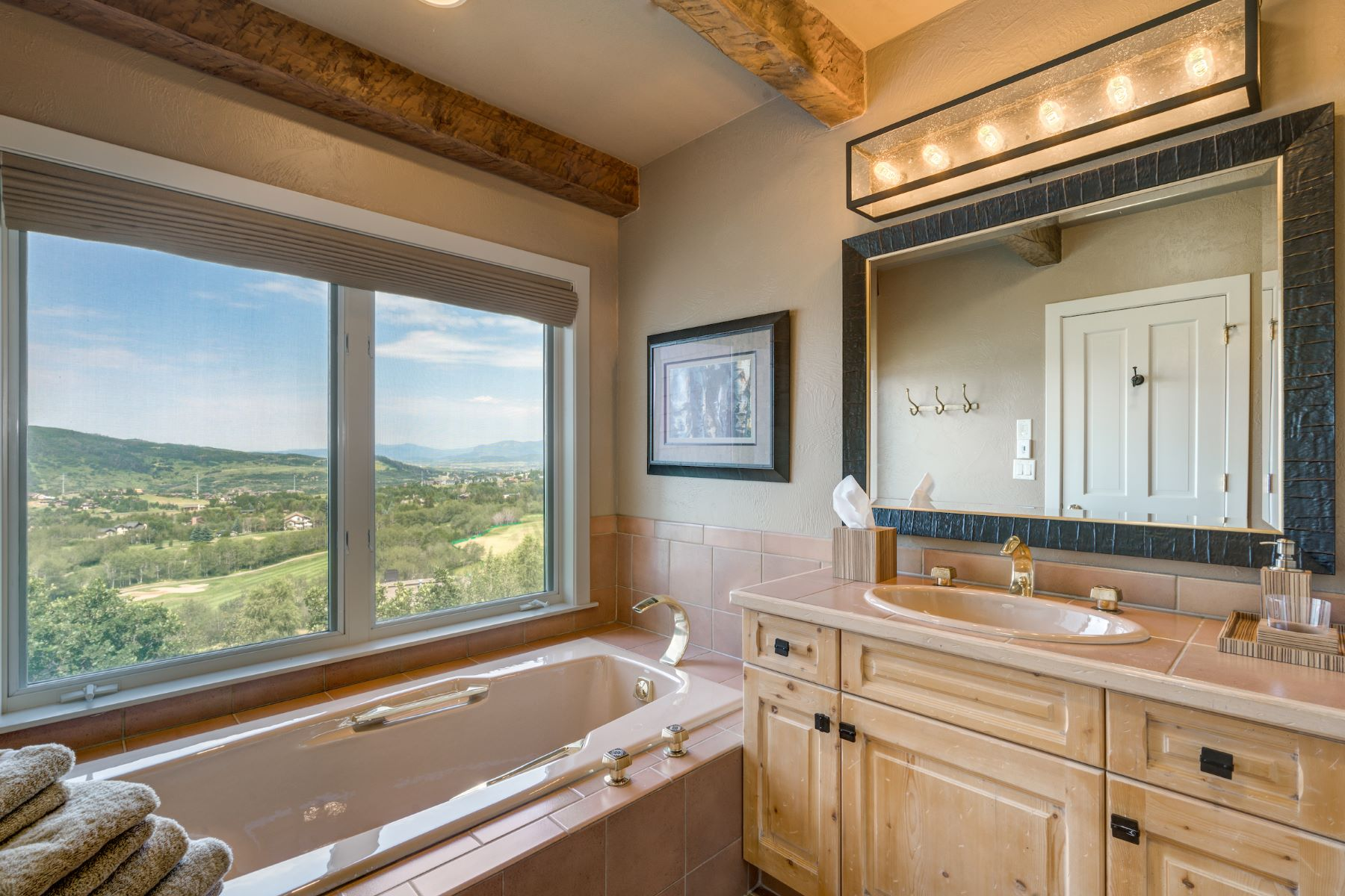 Additional photo for property listing at 5 BD Home Overlooking the Rollingstone Golf Course 1295 Overlook Dr Steamboat Springs, Colorado 80487 United States