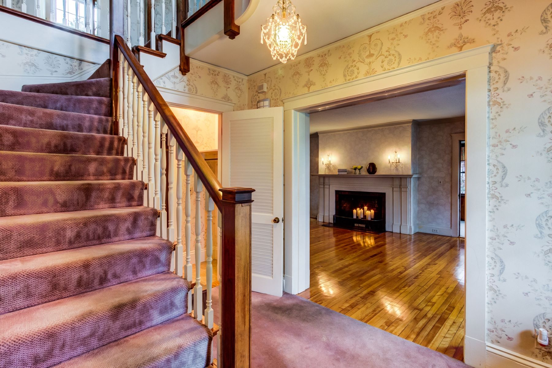 Частный односемейный дом для того Продажа на Charming Gambrel Home 73 Congress Street, Milford, Массачусетс, 01757 Соединенные Штаты