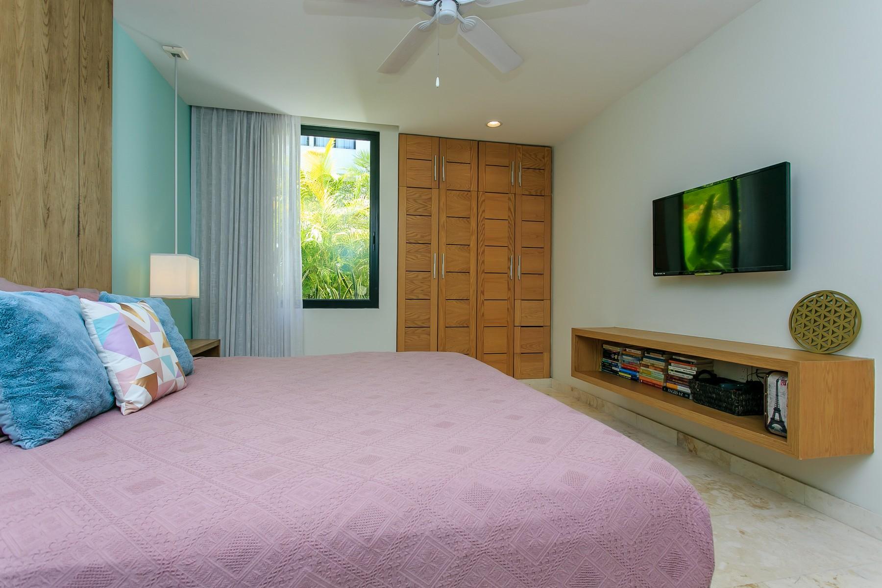 Additional photo for property listing at ENCANTADOR DEPARTAMENTO DE UNA RECÁMARA EN EL CENTRO Charming one bedroom condo in downtown Ave. 20 entre calle 14 bis y 16 Playa Del Carmen, Quintana Roo 77710 México