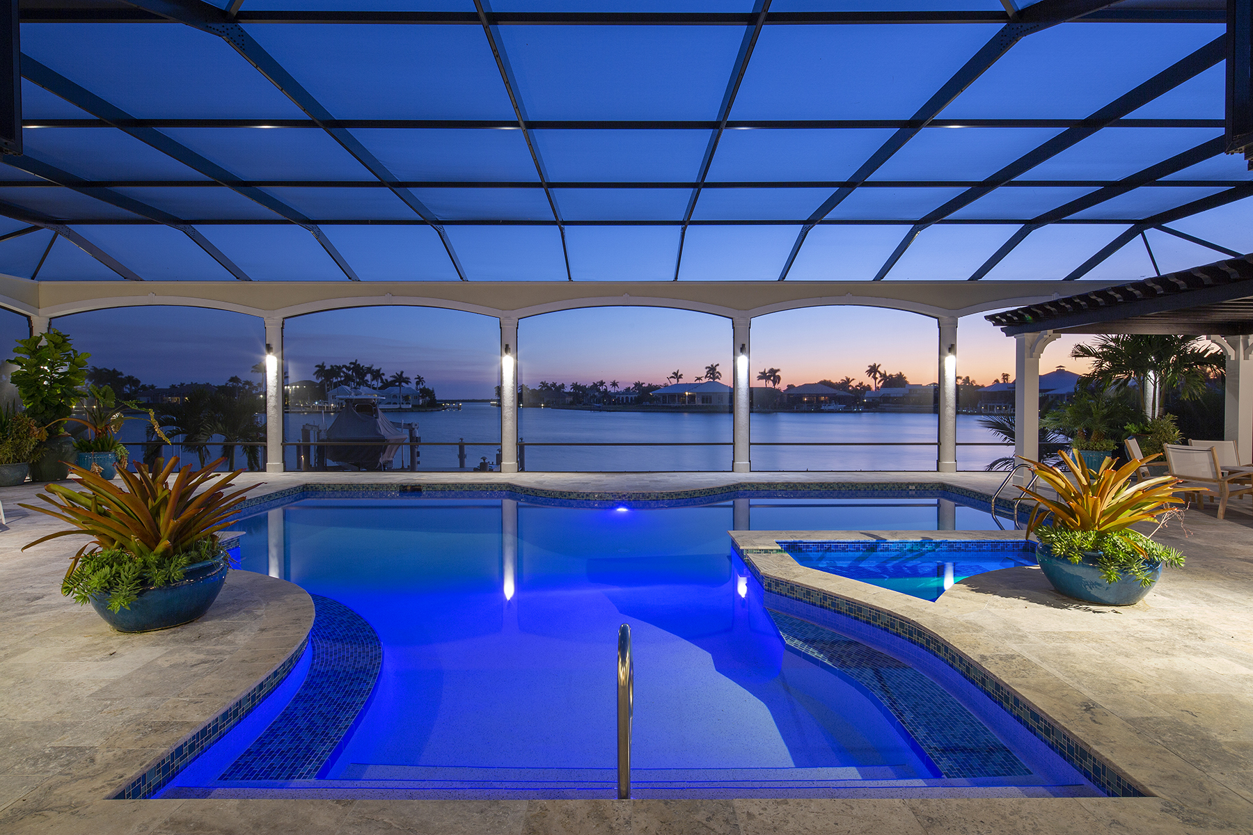 Single Family Homes por un Venta en MARCO ISLAND - ESTATES 1731 Ludlow Road Marco Island, Florida 34145 Estados Unidos