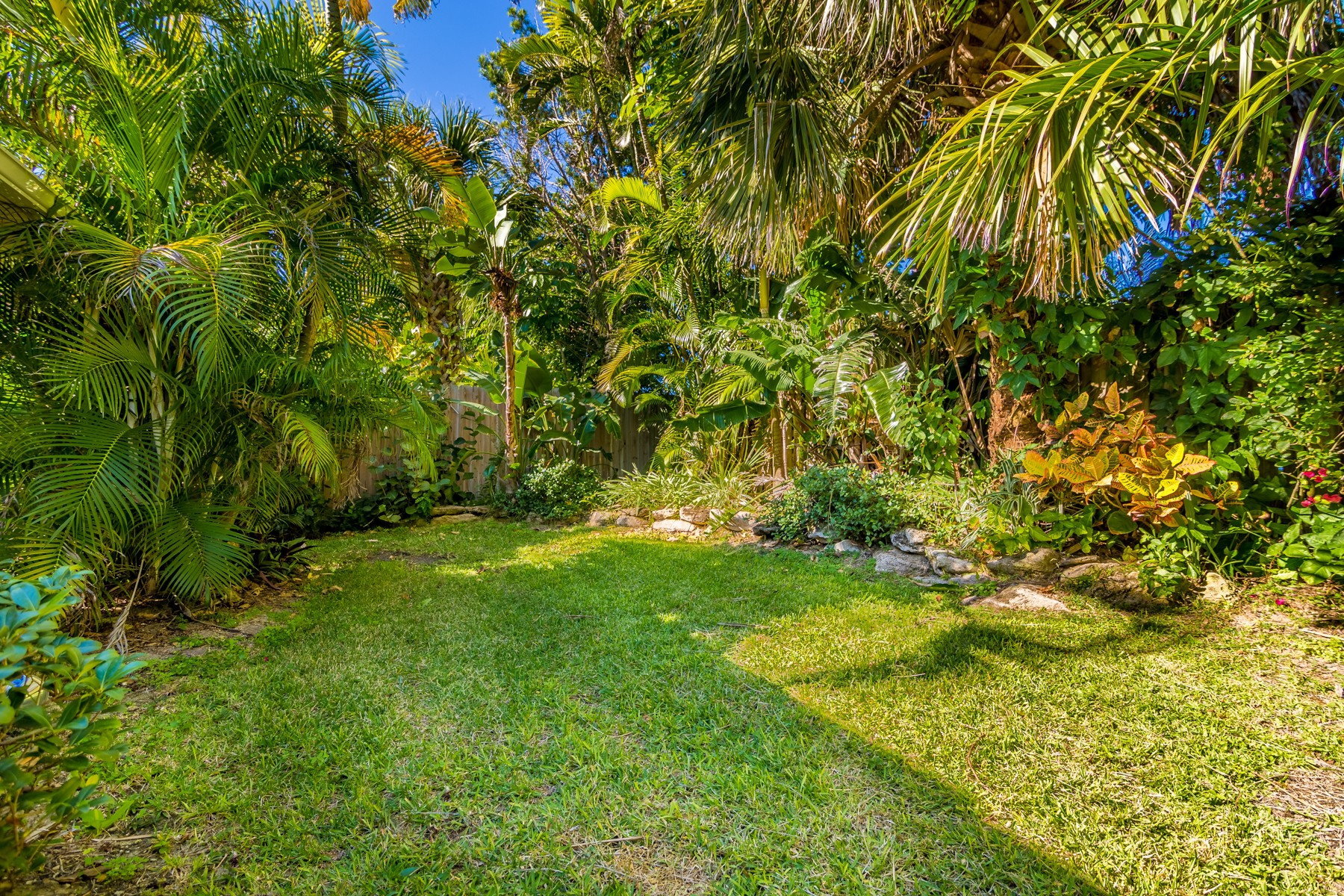 Additional photo for property listing at Spacious home in Melbourne Beach 208 Ash Avenue Melbourne Beach, Florida 32951 United States
