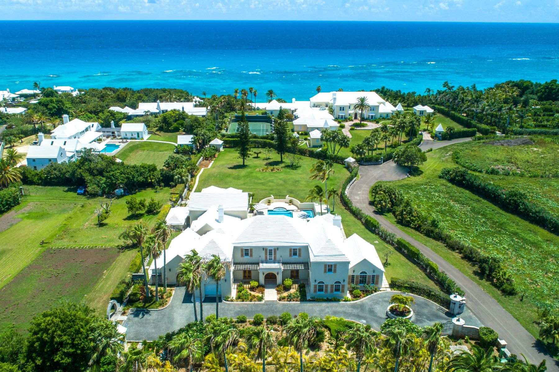 Multi-Family Homes for Sale at Los Zorros 9 Inglewood Lane Paget, Other Areas In Bermuda PG 06 Bermuda
