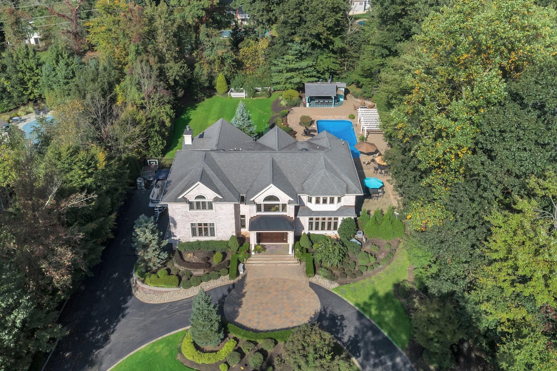 Single Family Homes för Försäljning vid Classic Manor Style Home 41 Stevenson Ln, Upper Saddle River, New Jersey 07458 Förenta staterna